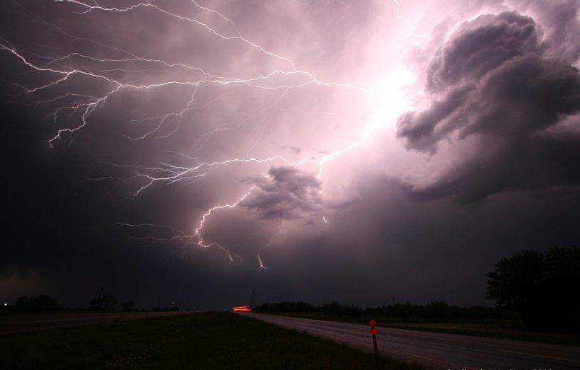 Prognoza meteo. Vreme instabilă până miercuri. Toată ţara va fi afectată de fenomene extreme