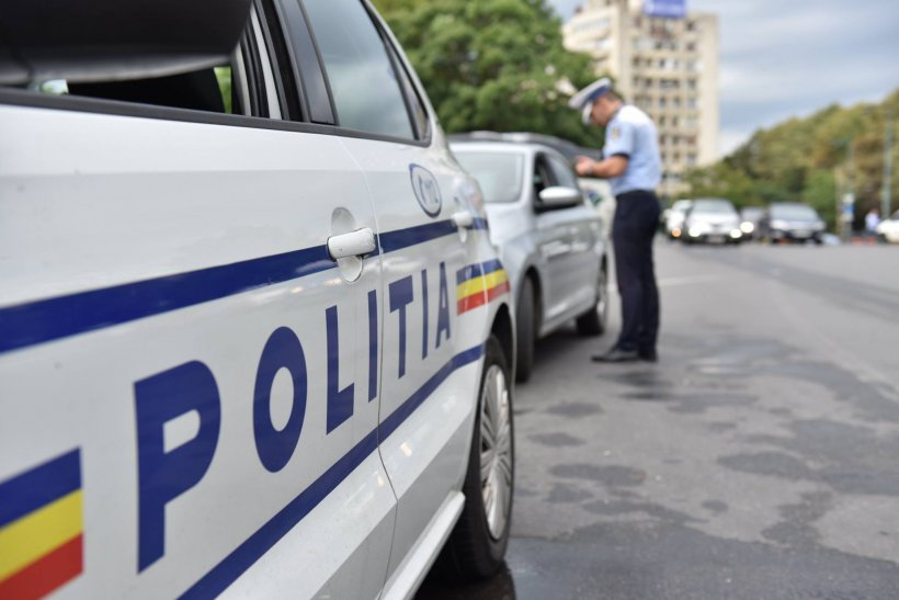 Incident șocant în Dolj. Un polițist a fost lovit de o maşină în timp ce se pregătea să ceară actele unui şofer