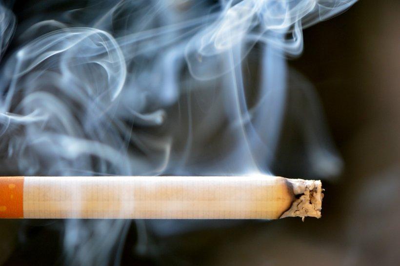 Peste patru milioane de români sunt dependenţi de ţigări şi fumează zi de zi