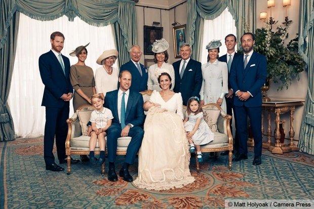 Cum a apărut Regina Elisabetaîn fotografiilede la botezul prinţului Louis, deşi n-a fost prezentă