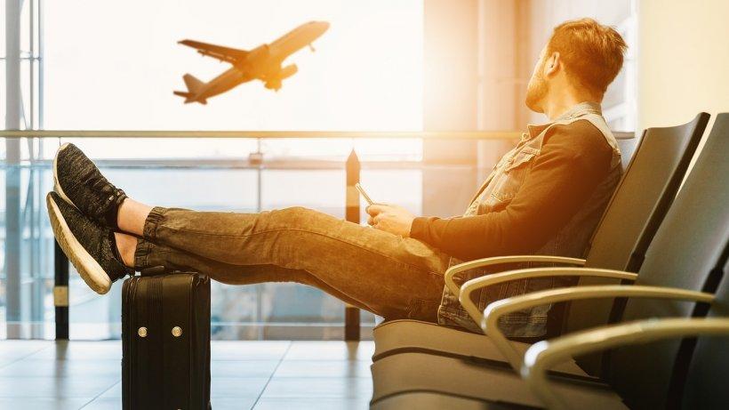 Cum să faci un zbor lung cu avionul să fie mai puțin obositor