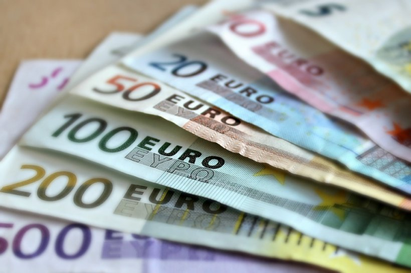Curs valutar. Euro a ajuns la cel mai mic nivel din ultimele două luni