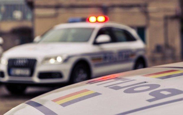 O mașină de poliție a luat foc în Galați
