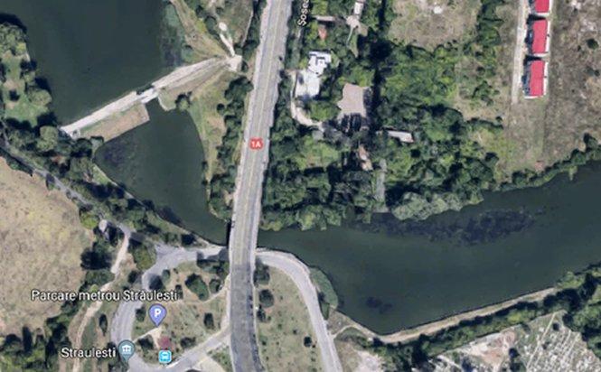 Primăria vrea să repare Podul Străuleşti, la peste trei luni de când o parte a acestuia s-a prăbuşit