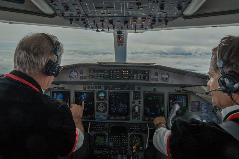 Doi piloți s-au certat și bătut în timpul zborului. Ce a urmat