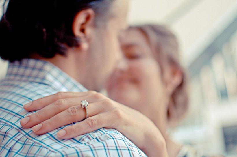 Își îmbrățișa soțul în fiecare zi după ce venea de la muncă. Femeia a murit la scurt timp de cancer. E incredibil ce s-a întâmplat