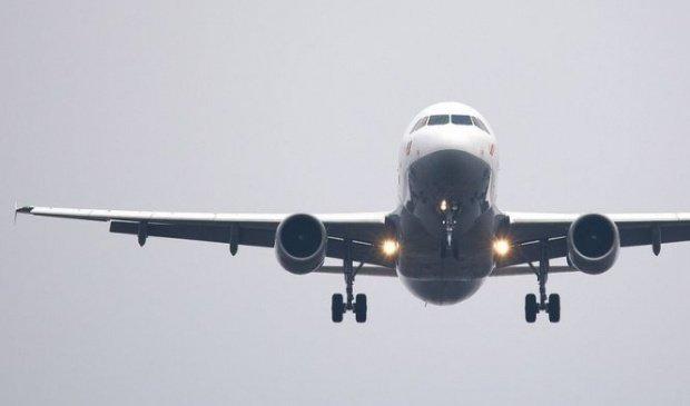 Incident pe un aeroport din Londra! Coada unui avion cu români la bord a lovit pista în timpul decolarii