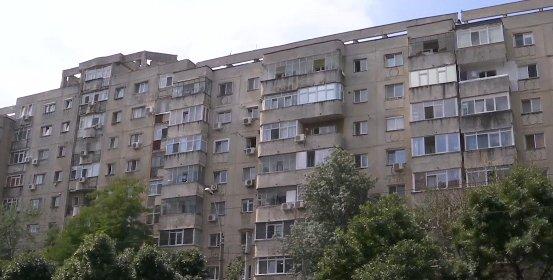 Scene cutremurătoare în Capitală: O femeie a căzut de la etaj