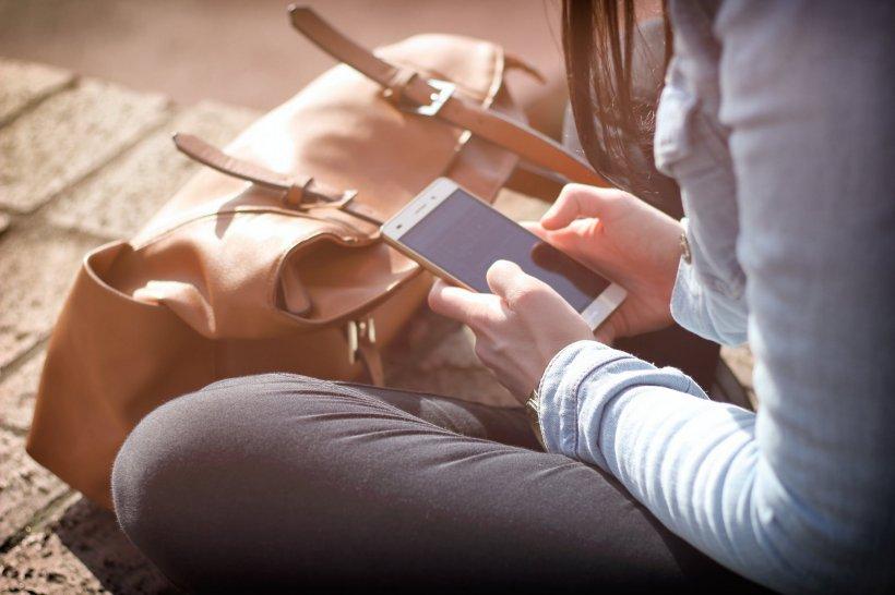 Telefoanele mobile, interzise în școlile și liceele din Franța