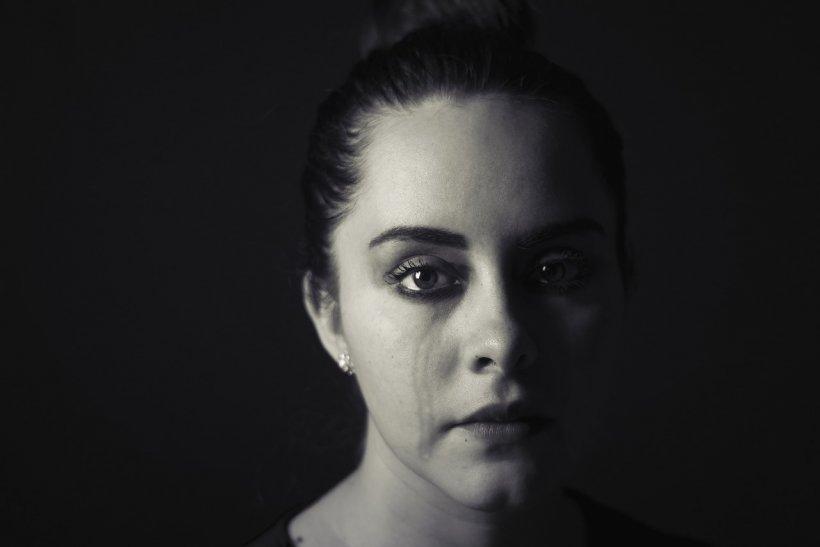 """După ani de suferință, o femeie mărturisește: """"Sunt îndrăgostită de bărbatul nepotrivit de peste un deceniu. Recent mi-a spus ca are..."""""""