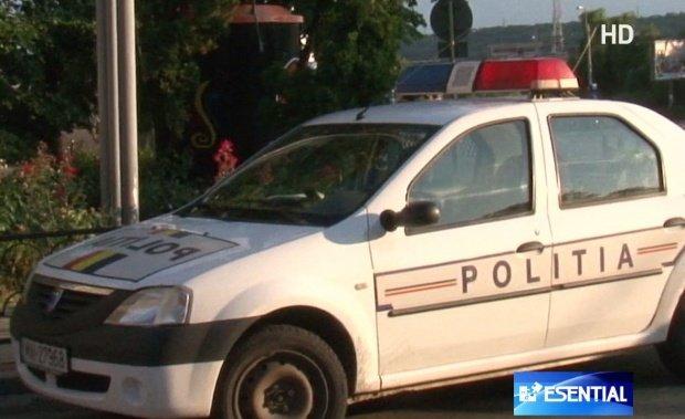 Un polițist a murit după ce a intrat cu mașina într-un copac