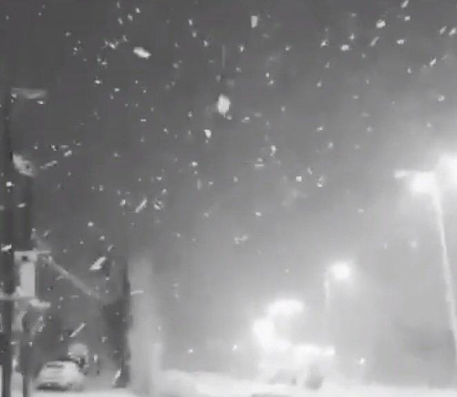Vă era dor de zăpadă? Locul în care ninge ca în povești! - VIDEO