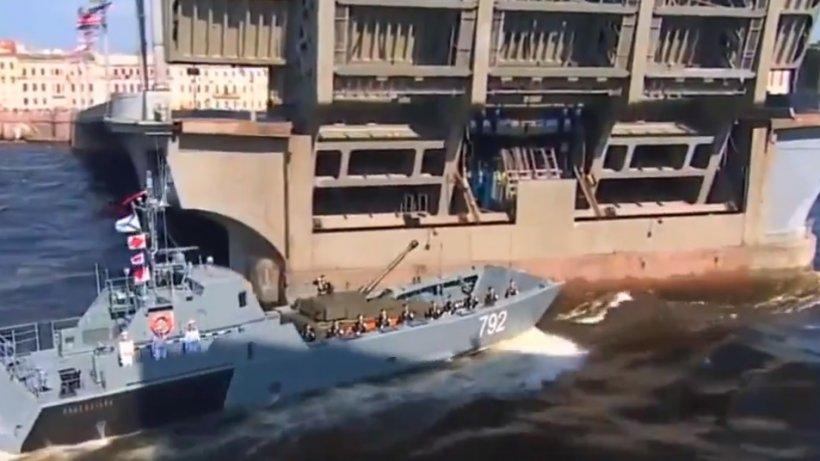 Forţele navale ruse s-au pregătit pentru a-l impresiona pe Vladimir Putin. Ces-a întâmplat chiar sub ochii președintelui - VIDEO