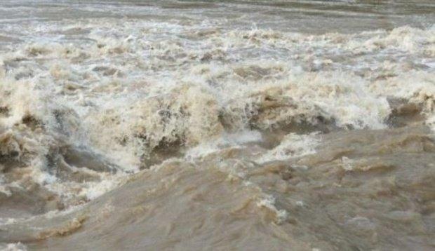 Noi avertizări emise de hidrologi! Cod portocaliu de inundaţii pentru râuri din mai multe judeţe