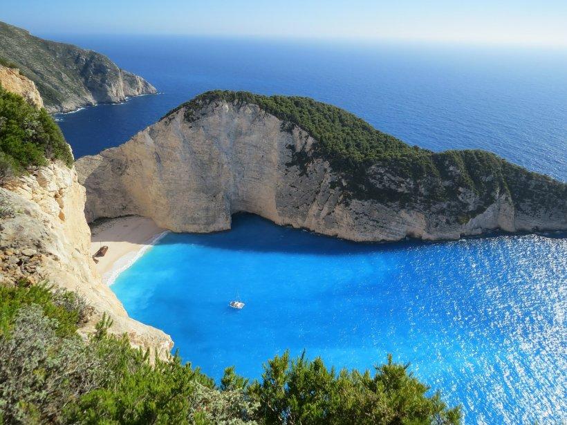 Primăria Capitalei trimite 1.000 de pensionari în tabără în Grecia, cu toate taxele acoperite. Cine poate merge