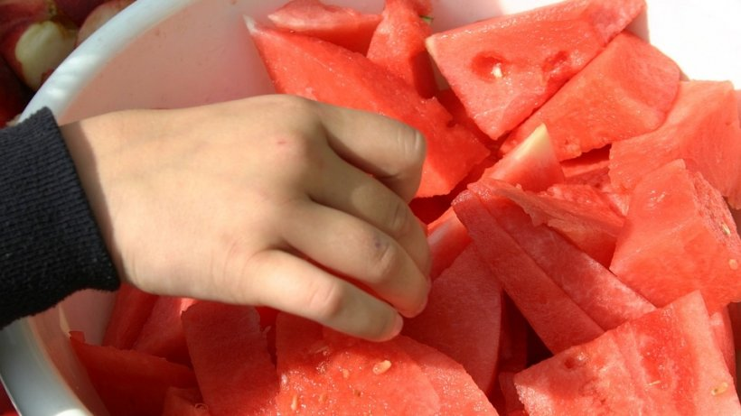 Cum te poţi îmbolnăvi atunci când mănânci pepene
