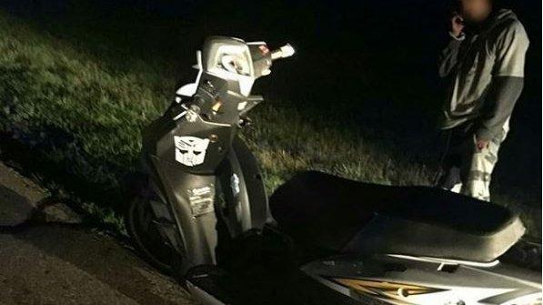 Inconștiență dusă la extrem!Acondus sute de kilometripe autostradă folosind telefonul pe post de far