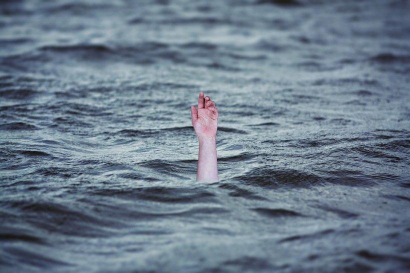 Tragedie la Eforie Nord! Un tânăr s-a înecat. Scafandrii își riscă viaţa pentru a-i recupera trupul