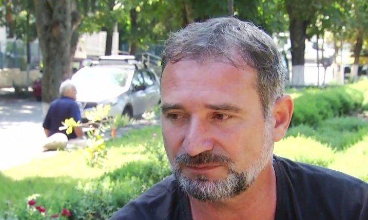 Chemare la luptă din fața casei lui Dăncilă. Declarații năucitoare ale bărbatului care susține că este adevăratul organizator al protestului diasporei