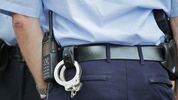 Situație revoltătoare în Brăila. Un polițist a fost zgâriat și lovit cu o piatră în cap, de un tânăr