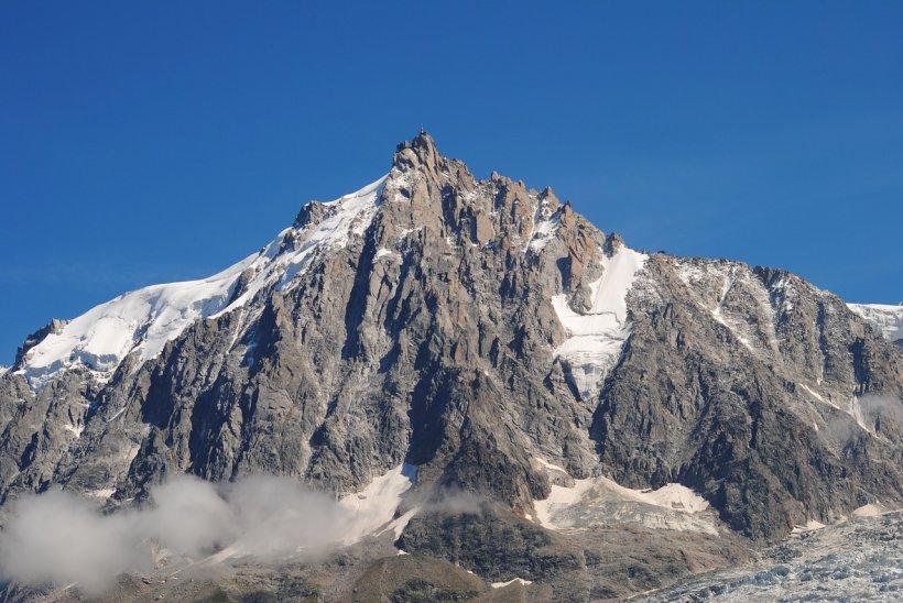 Canicula produce efecte în zonele înalte din Alpi. Turiștii sunt sfătuiți să evite drumețiile în masivul Mont Blanc. Ce se întâmplă acolo