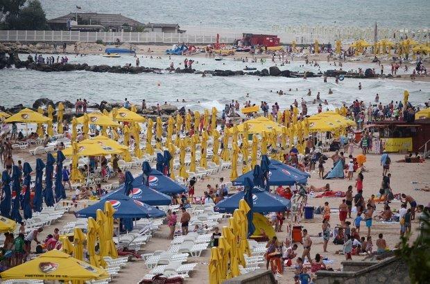 Un copil de cinci ani înecat în Mamaia a fost resuscitat şi salvat de doi angajaţi SMURD aflaţi în concediu, la plajă