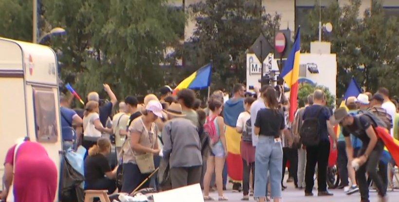 PROTEST DIASPORA. Noi violențe în Piața Victoriei. Protestatarii încearcă să împiedice jandarmii să instaleze garduri de protecție 16