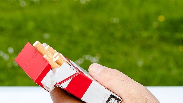 Are doi ani, dar nu este un copil normal. Băiețelul fumează 40 de țigări pe zi. Mărturiile părinților sunt șocante
