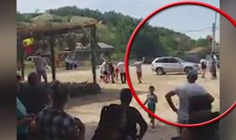 Cinci copii răniți într-un parc din Galați. Un șofer beat a intrat cu mașina în ei. Întreaga scenă a fost filmată (VIDEO)