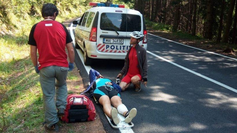 O tânără din Lituania, aflată pe bicicletă, a fost lovită de o mașină pe Transfăgărășan. Turista a fost lăsată inconștientă, iar șoferul a fugit - FOTO