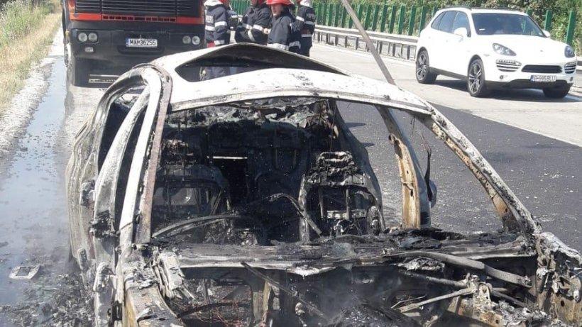 Autostrada Soarelui a fost blocată,după ce o mașină a luat foc - FOTO