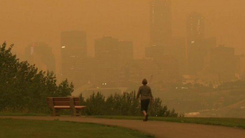 Imagini bizare surprinse în Canada! O ceață de lumină portocalie a apărut pe cer - FOTO