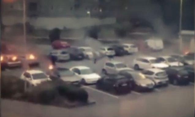 Zeci de mașini au fost incendiate in Suedia