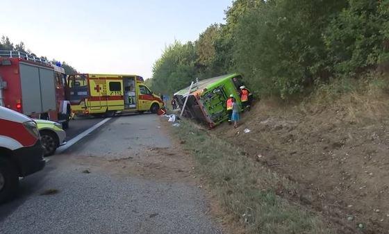 Accident grav pe o autostradă din Germania, după ce un autocar s-a răsturnat. Sunt cel puțin 22 victime