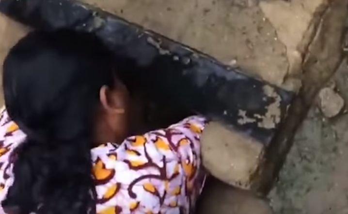"""O femeie a salvat un bebeluș lăsat pe stradă, în furtună. """"Era acoperit de mizerie și insecte"""""""