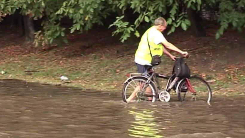 Ploile torențiale fac din nou ravagii! Zeci de case și străzi au fost inundate - VIDEO
