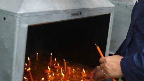 Greșeala pe care o faci când aprinzi lumânări la biserică. Preoții spun că îl superi pe Dumnezeu dacă… 817