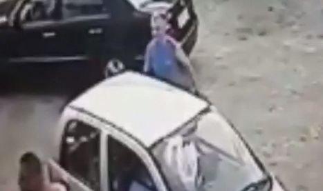 A atacat angajații unui service cu o rangă. Întregul incident a fost filmat