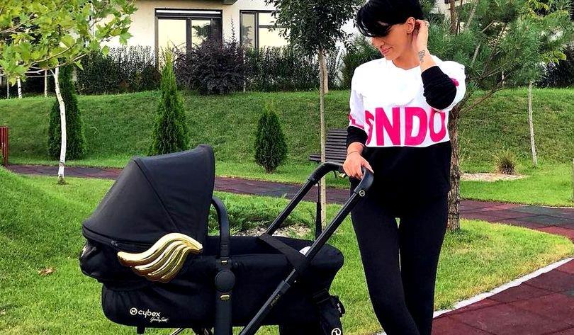 Cum slăbește Adelina Pestrițu după naștere. Vedeta scapă definitiv de stratul adipos