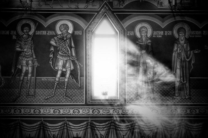 Loc unic în România! E absolut uluitor ce fac sfinții de pe pereți când cineva intră în această biserică