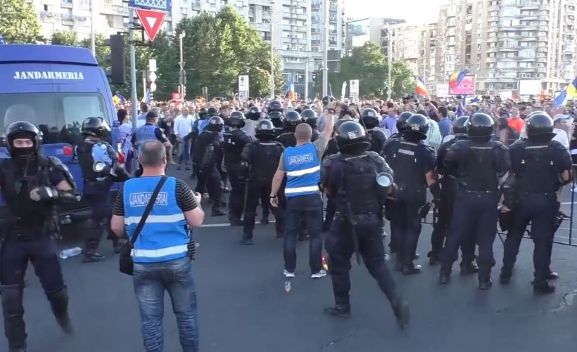 Noi percheziții în cazul armei furate de la femeia jandarm la protestul din 10 august