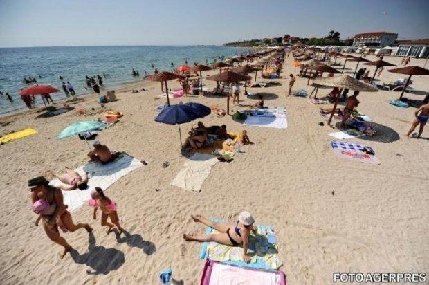 Imagini incredibile pe litoralul Marii Negre! Turiștii au avut parte de o surpriză când au intrat în apă - FOTO