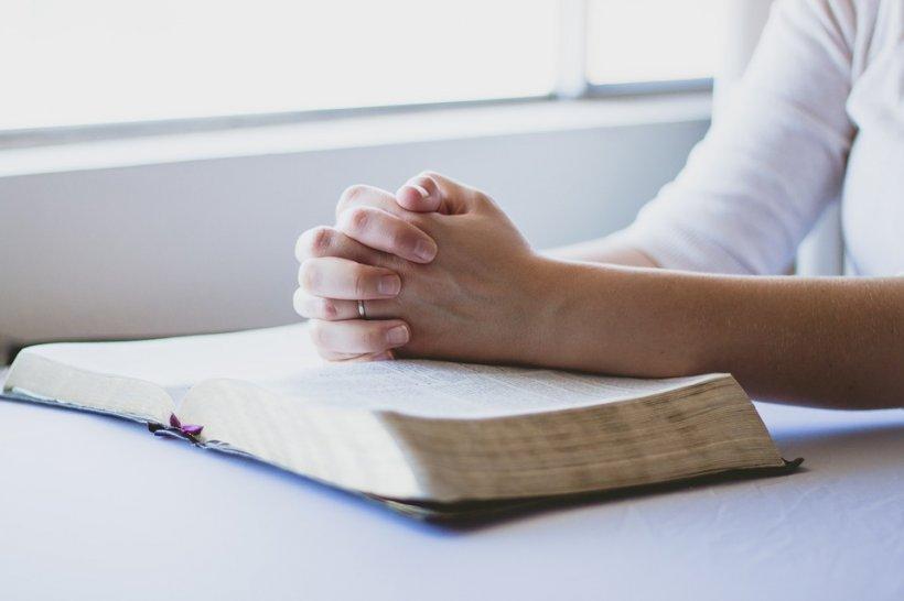 Pericolul rugăciunilor interzise din Psaltire. De ce nu e bine să le citești