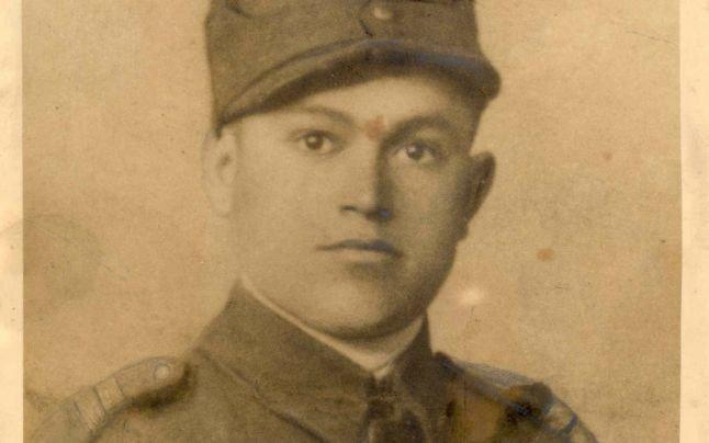 Fascinanta poveste de pe front a sergentului Vasile Leonte. A salvat un camarad după ce i-a luat maţele de pe jos şi le-a pus înapoi în abdomen