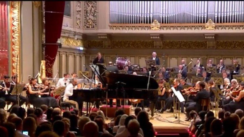 Concert memorabil pe scena Ateneului Român. Un pianist italian a încântat publicul cu improvizaţii româneşti