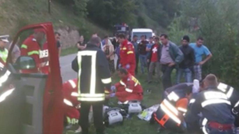 Accident deosebit de grav în Bistrița-Năsăud. O femeie a murit, unul dintre fiii săi este în stare gravă - VIDEO