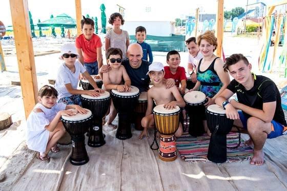 Bine ați venit pe litoralul românesc. Tobele africane, furate de pe plaja terapeutică din Mamaia