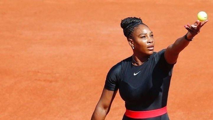 Ce a purtat Serena Williams pe teren după ce i-a fost interzis să joace în haine mulate - Fanii au aplaudat-o