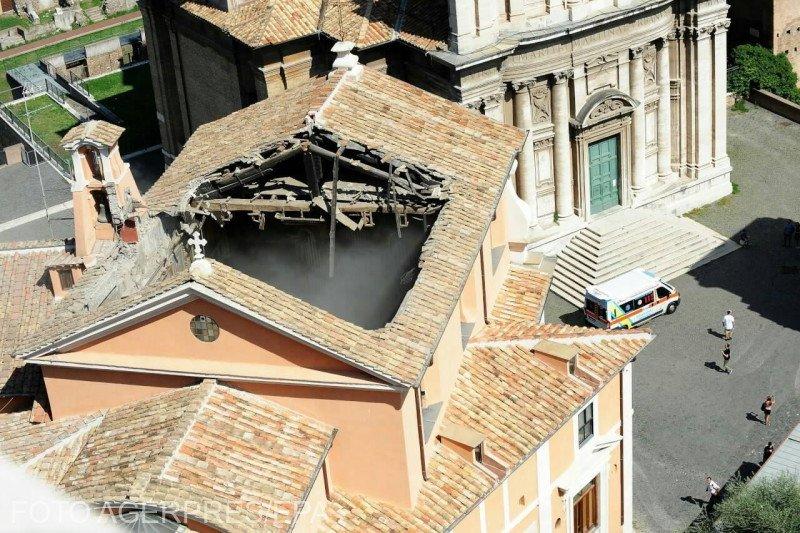Acoperişul unei biserici din centrul istoric al Romei s-a prăbușit