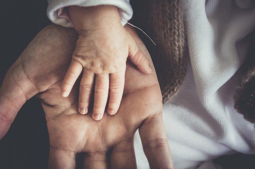 Ce spune inițiala tatălui despre personalitatea copilului